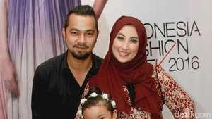 Annisa Trihapsari dan Keluarga Tercinta