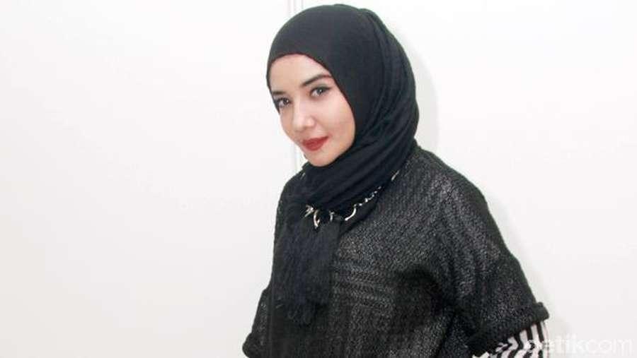 Manisnya Zaskia Sungkar
