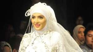 Stunning! Kecantikan Maudy Koesnaedi di Usia 40 Tahun