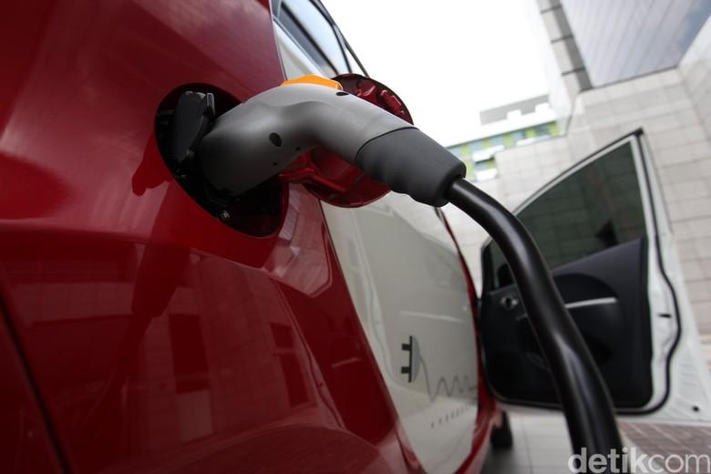 Mobil listrik Mitsubishi i-MiEV. Foto: Rengga Sancaya