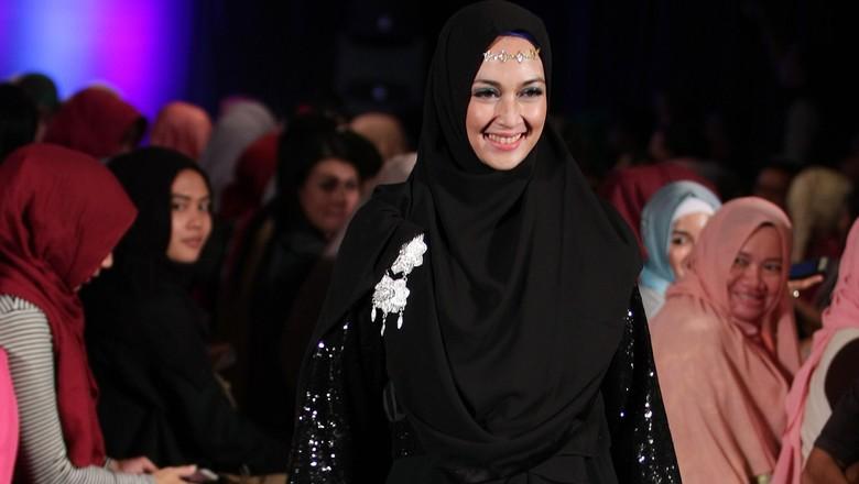 Dina Lorenza cerai lagi. Foto: Mohammad Abduh
