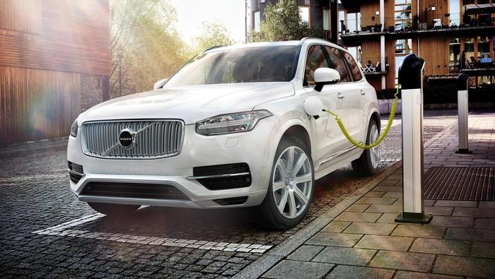 Volvo adalah salah satu produsen mobil dunia yang serius menggarap proyek mobil listrik. Saat ini, Volvo telah memiliki jajaran mobil bertenaga hibrida dan bertahap memperkenalkan mobil listrik sepenuhnya pada 2019 mendatang.