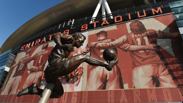 Dennis Bergkamp, Anak Tukang Listrik Legenda Arsenal