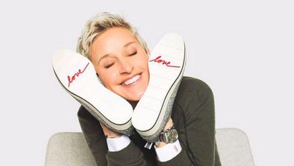 Ellen DeGeneres Rilis Lini Sepatu untuk Sebarkan Cinta ke Seluruh Dunia