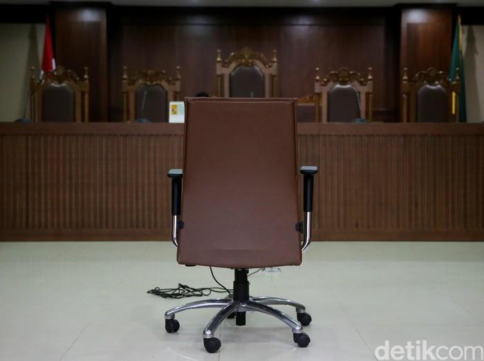 Kursi terdakwa di pengadilan