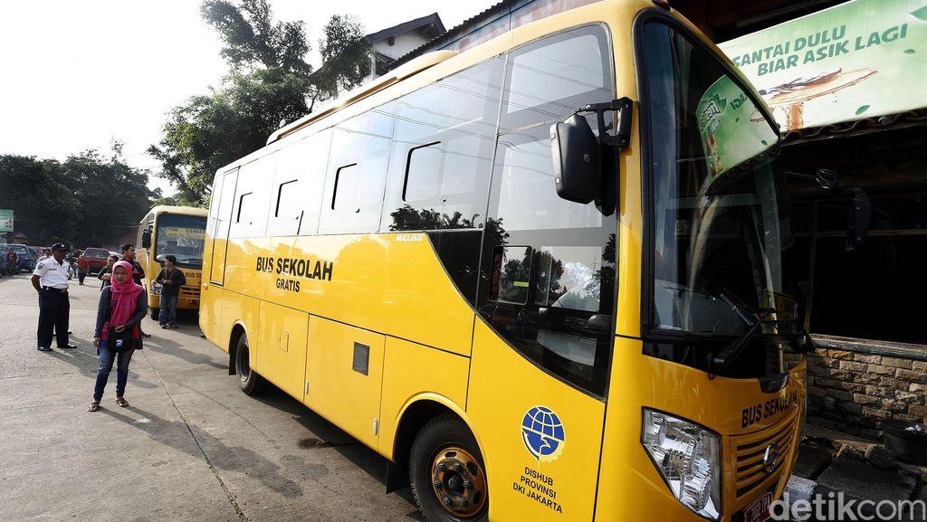 Bus Sekolah Hilangkan Tradisi Tawuran Siswa