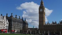 Lagi Lockdown, Lah... Warga Kota London Malah Santuy Berjemur