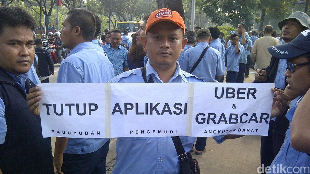 Ahok Akan Tempel Stiker di Taksi Online: Bayar Pajak Juga Dong!