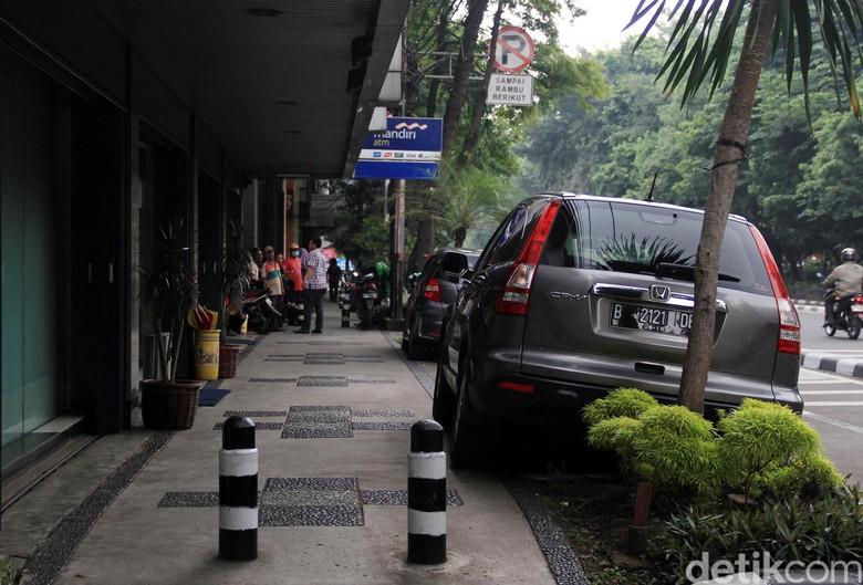 Parkir Sembarangan. Foto: Al Fanny Panestika