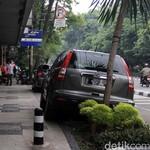 Parkir Sembarangan Bikin Ban Mobil Cepat Rusak