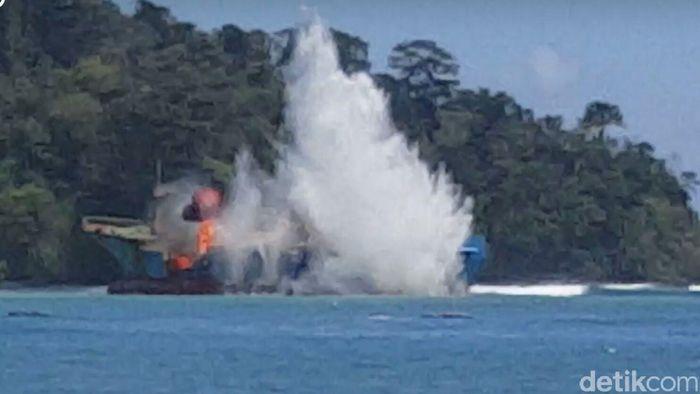 penenggelaman kapal (Foto: Dok Kementerian Kelautan dan Perikanan)