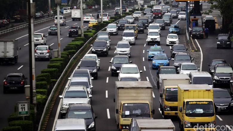Per 2 Juli Truk Barang dari Tj Priok Dilarang ke Tol Dalam Kota