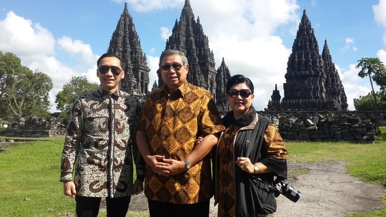 Lanjutkan Tour De Java Sby Dan Ibu Ani Singgah Di Candi Prambanan