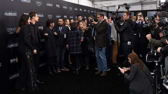 Shailene Woodley dan Theo James Serasi di Premiere Allegiant