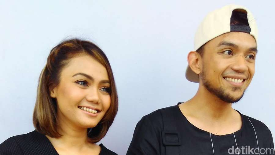 Love is in the Air! Mesranya Rina Nose dan Calon Suami