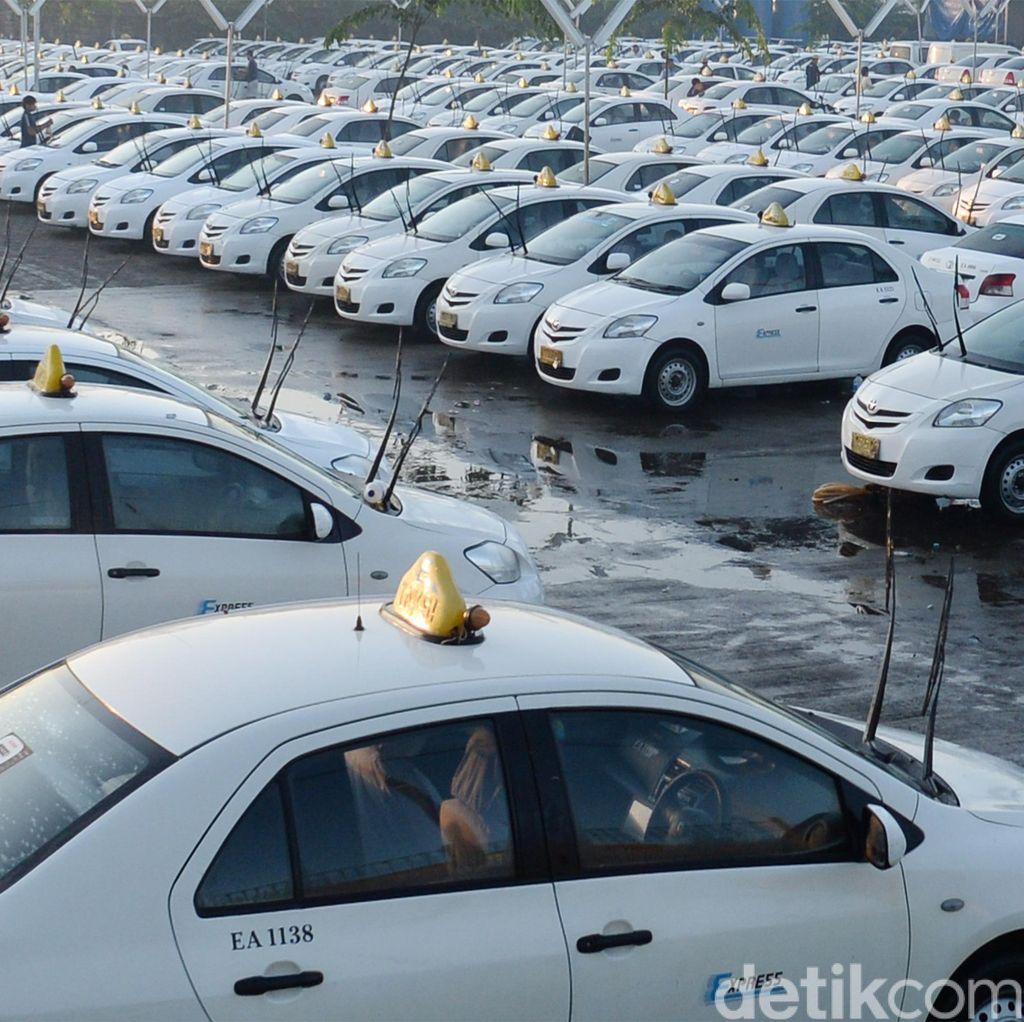 Telat Bayar Bunga Obligasi Lagi, Saham Taksi Express Dibekukan