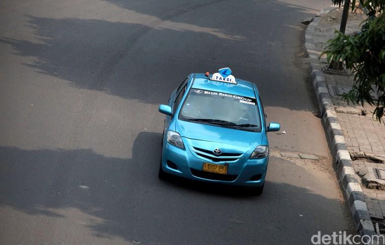 Ilustrasi taksi Bluebird. Foto: Ari Saputra