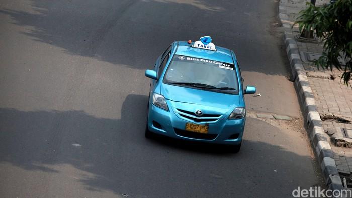 Ilustrasi Taksi Bluebird