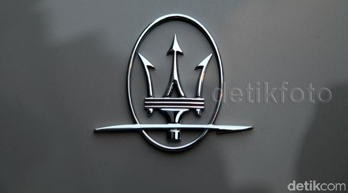Logo Maserati di Maserati GranTurismo MC Stradale Centennial Edition.