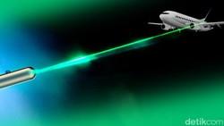 Pria di AS Dipenjara Gegara Sorot Pesawat Pakai Sinar Laser