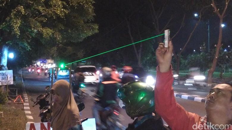 Tukang Laser Hijau Yang Menjamur di Jalanan Ibukota, Saatnya Ditertibkan?