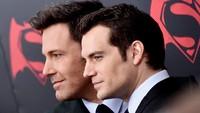 Ben berperan sebagai Bruce Wayne (Batman) dan Henry berperan sebagai Clark Kent (Superman) dalam film tersebut. Mike Coppola/Getty Images/detikFoto.