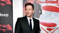 Aktor berusia 43 tahun itu tampak gagah kenakan setelan jas. Bryan Bedder/Getty Images for Bai Superteas/detikFoto.