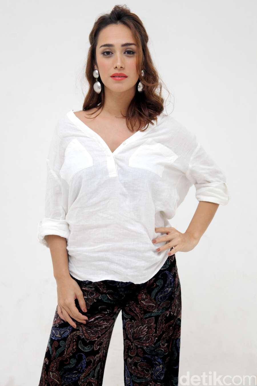 Alexandara Gottardo Jadi PSK di Film Terbaru