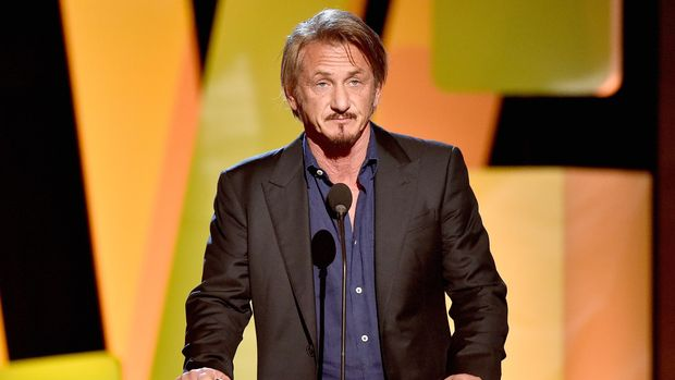 SANTA MONICA, CA - FEBRUARY 27:  Actor Sean Penn speaks onstage during the 2016 Film Independent Spirit Awards on February 27, 2016 in Santa Monica, California.  (Photo by Kevork Djansezian/Getty Images)