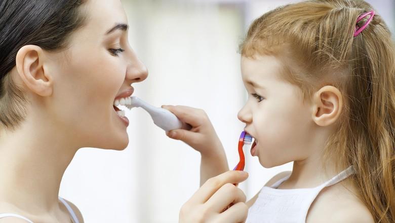 Hasil gambar untuk gambar anak menyikat gigi
