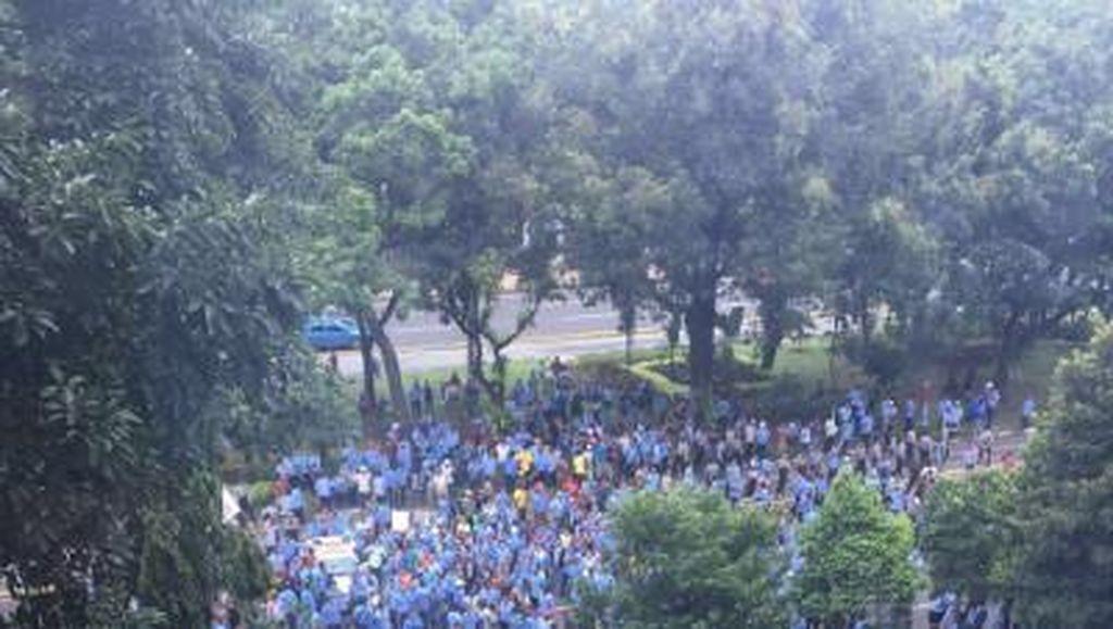 Kominfo Digeruduk Pasukan Biru-biru