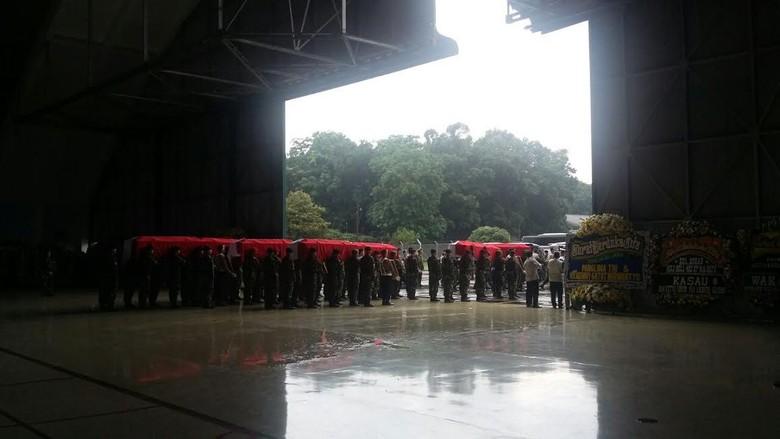Usai Disemayamkan, 13 Anggota TNI yang Gugur di Poso Diberangkatkan ke TMP Kalibata