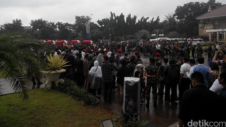 13 Korban Jatuh TNI Angkatan Darat di Poso Dimakamkan di TMPN Kalibata