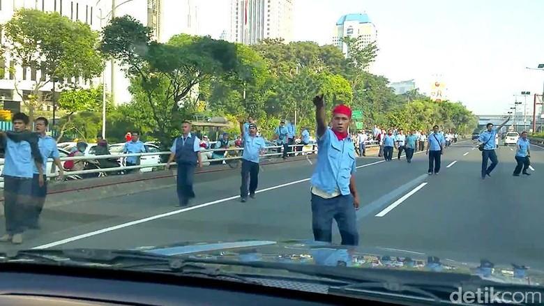 Blue Bird Tak Bertanggung Jawab Terhadap Aksi Sopirnya yang Ikut Demo