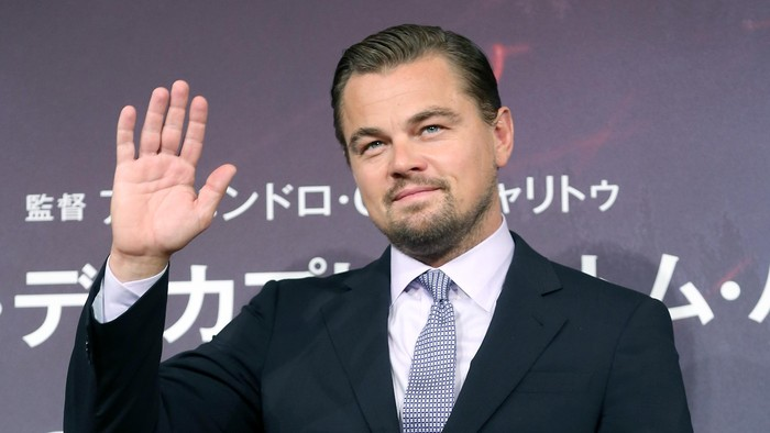 TOKYO, JAPAN - MARCH 23:  Leonardo DiCaprio waves during the press conference for The Revenant at the Ritz Carlton on March 23, 2016 in Tokyo, Japan.  (Photo by Yuriko Nakao/Getty Images)