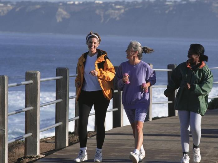 Manfaat sehat berlari di pantai/Foto: Thinkstock