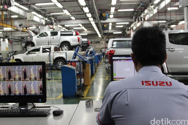 Service center Isuzu terbesar di dunia ada di Thailand. Service center terbesar Isuzu ini berada di bawah nangungan Tri Petch Isuzu Service Co., LTD.