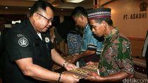 Keluarga Korban Jatuhnya Heli TNI AD Terima Santunan