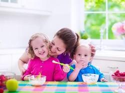Bukan Cuma Urusan Porsi, Membiasakan Anak Fokus Saat Makan Juga Penting
