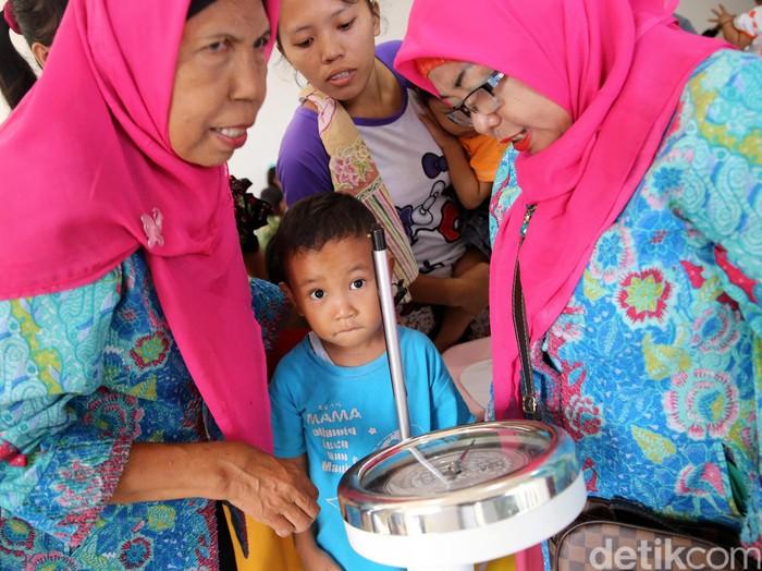 para ibu harus meningkatkan pemahaman kesehatan dan gizi anak. Foto: Ari Saputra