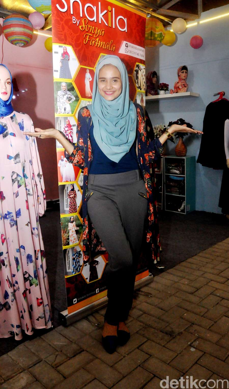 Mengintip Sonya Fatmala Jualan Busana Muslim
