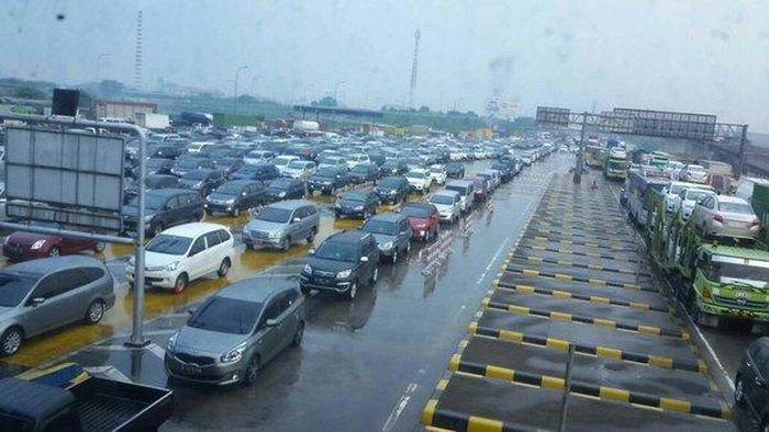 Ilustrasi macet tol Jakarta-Bekasi/Foto: Twitter TMC Polda Metro Jaya