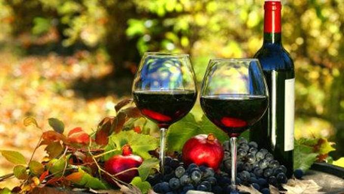Anggur merah mengandung senyawa antioksidan yang disebut resveratrol yang membantu mencegah nyeri sendi dan punggung. (Foto: Thinkstock)