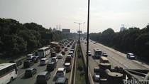 Curah Hujan Tinggi, Tol Cikampek Arah Jakarta Macet 28 Km