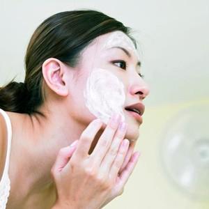 Tips Membersihkan Makeup dengan Benar Setelah Pakai Makeup Tebal