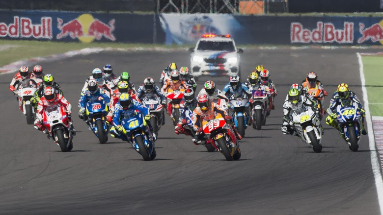 RIO HONDO, ARGENTINA - APRIL 19:  The MotoGP Riders start from the grid  during the MotoGP race during the MotoGp of Argentina - Race at  on April 19, 2015 in Rio Hondo, Argentina.  (Photo by Mirco Lazzari gp/Getty Images)