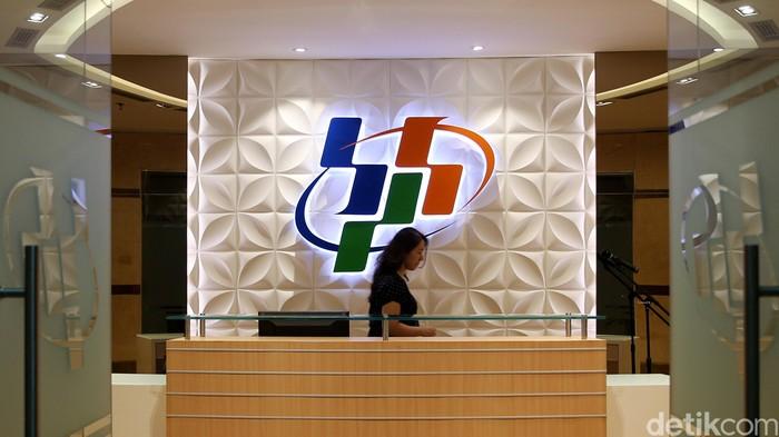 Logo Badan Pusat Statistik (BPS) di lobi Gedung 1 lantai 3, BPS Pusat, Jl Dr. Sutomo, Jakarta