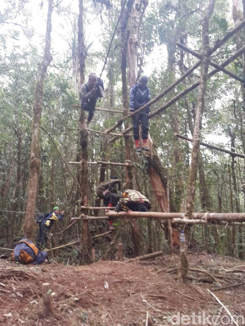 Ini Penampakan Kelompok Santoso Saat Berlatih Militer di Hutan Poso