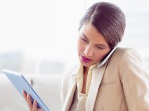 5 Kerusakan Kulit Akibat Terlalu Lama dan Sering Pakai Ponsel