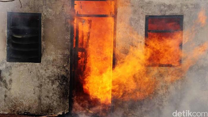 Api kebakaran rumah. Jhoni Hutapea/ilustrasi/detikfoto